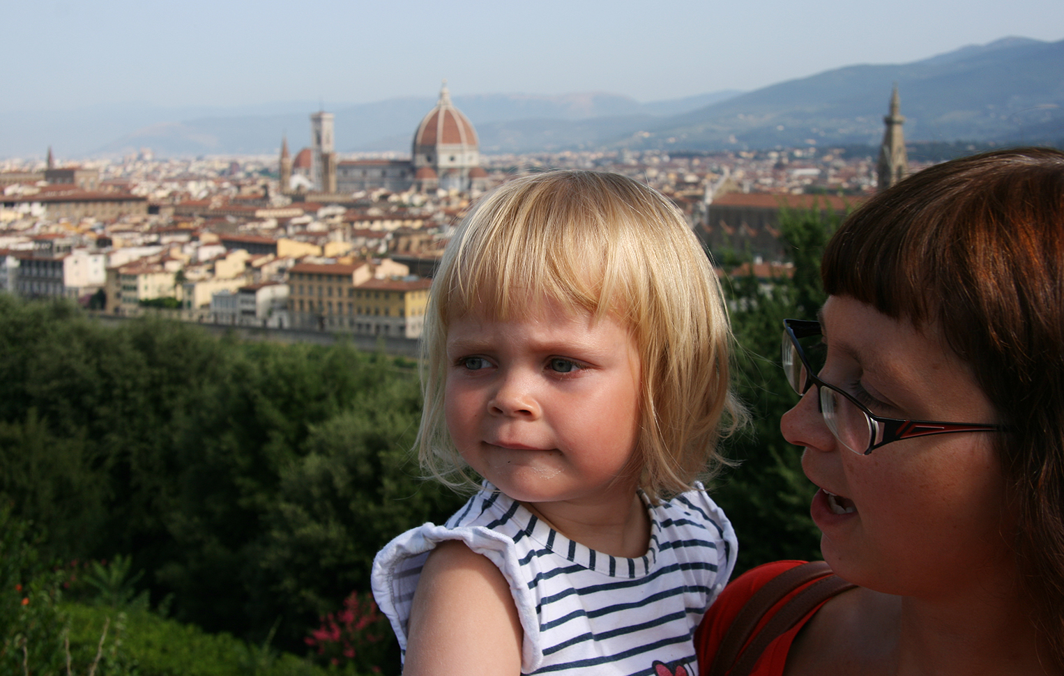 Febe and mommy. Picture taken on Piazzale Michelangelo, simply the best place for an overview of the city.