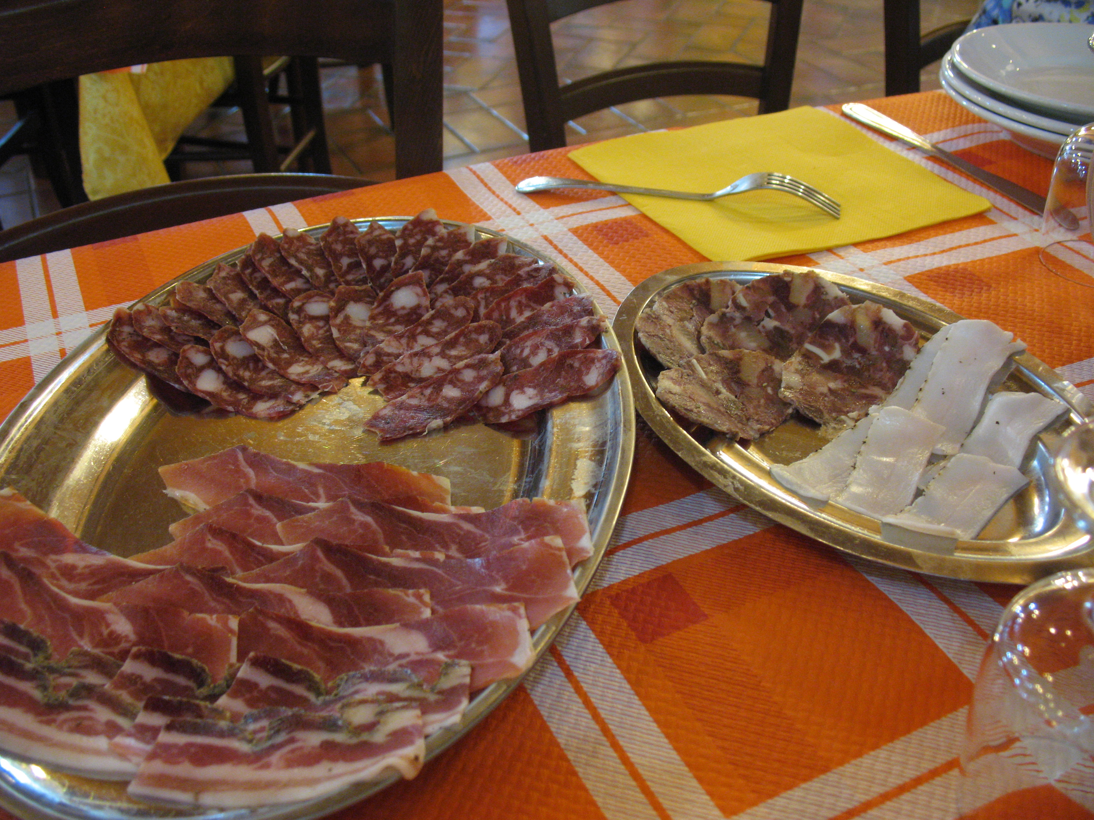 A selection of meats for 4 (!) persons (and we already ate part of it before taking the picture...