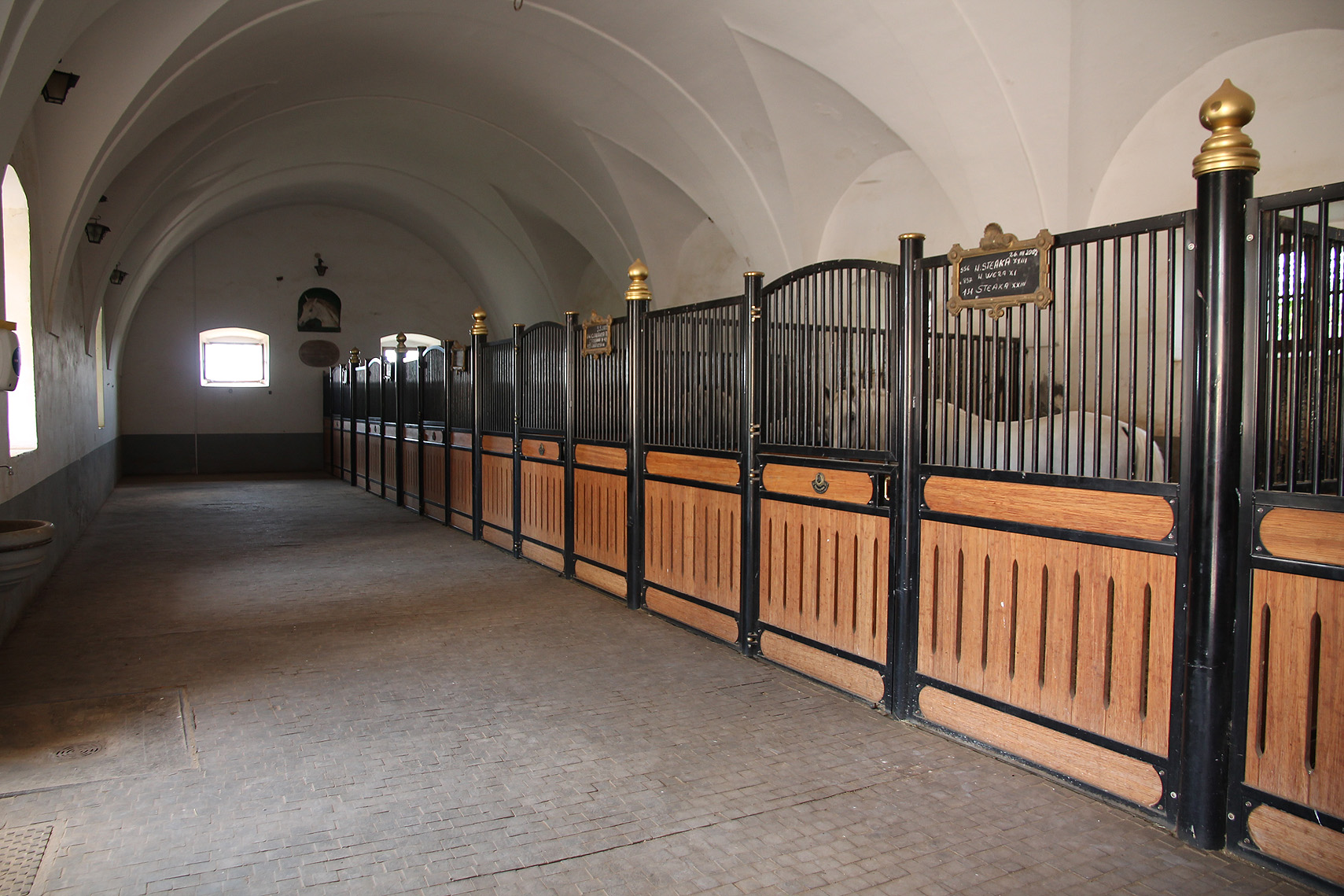 The Velbanca stable, from 1703.