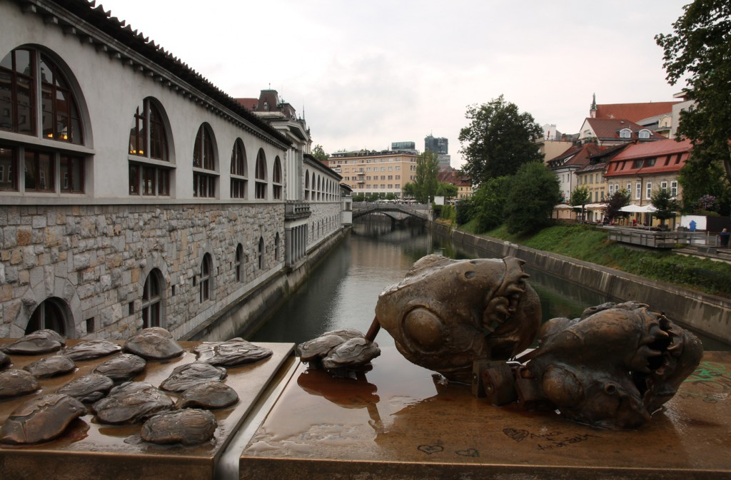 Dragon (?) heads and the Plečnik Colonnade.