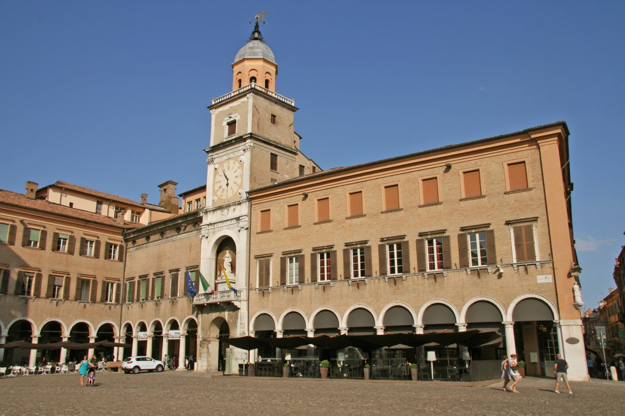 Piazza Grande and the town hall.