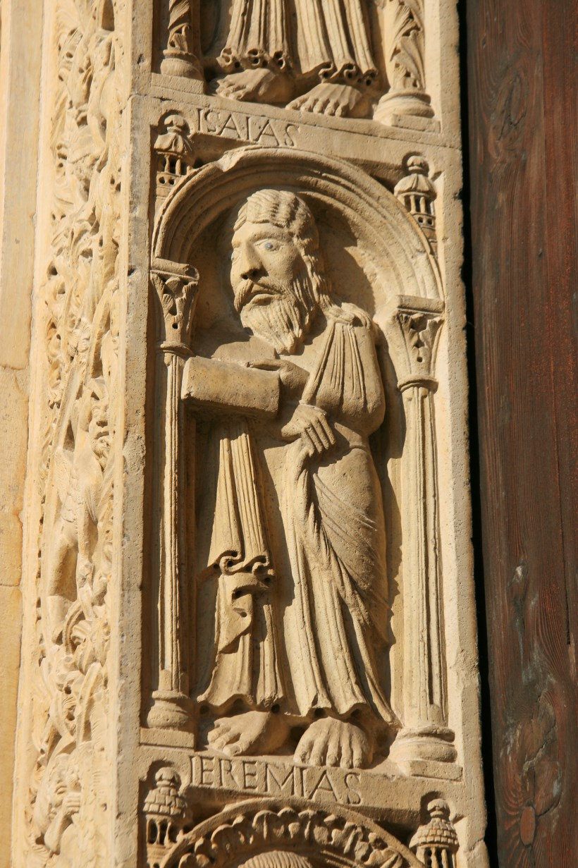 Biblical figures like Isaias ornament the door in the western façade.