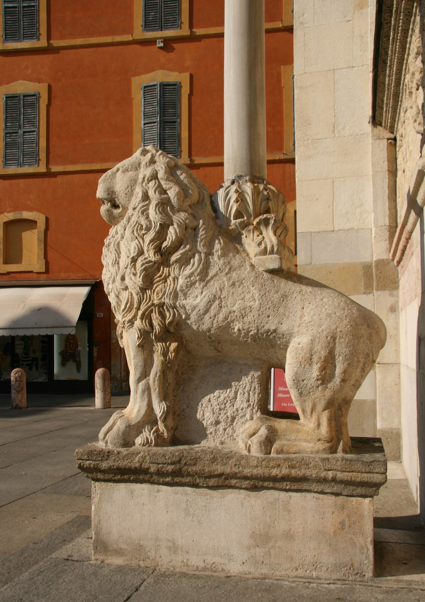 Lions guard the western portal.