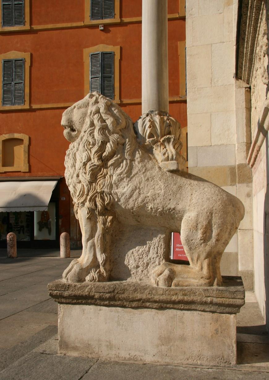 Lions guard the western portal.