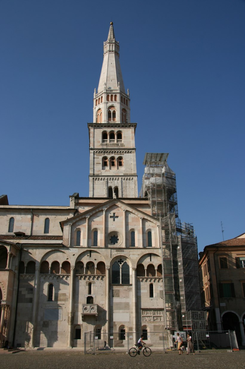 Southeastern side of the cathedral and its campanile.