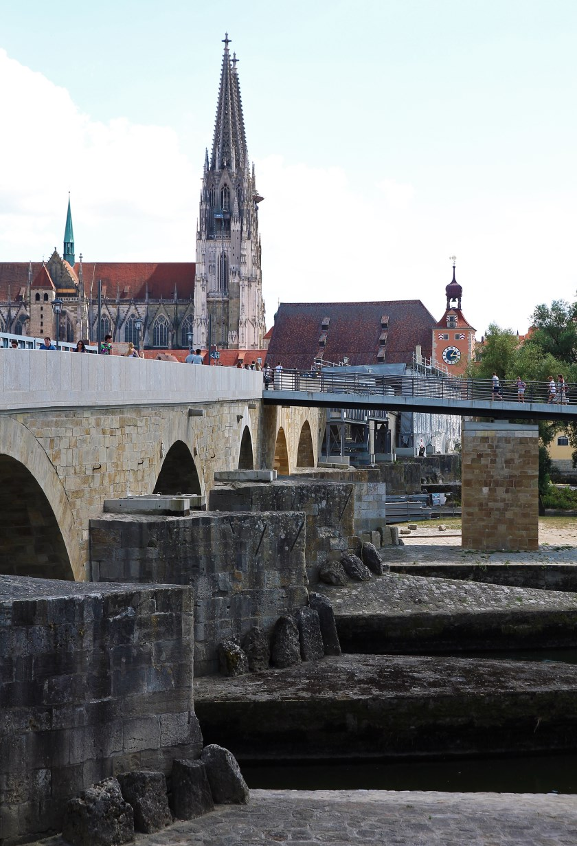 Steinerne Brücke and the cathedral.