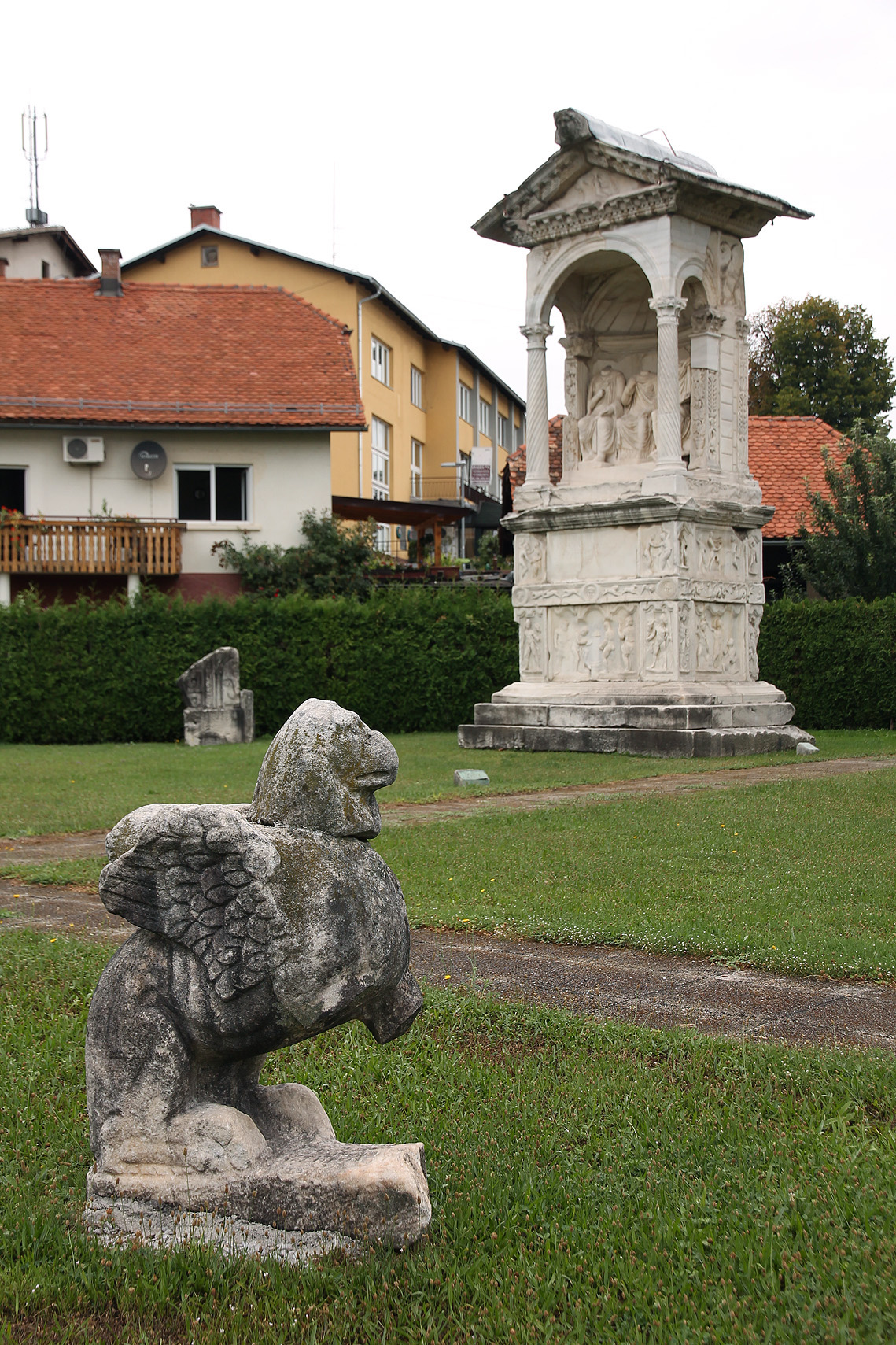 The griffon: a peculiar little statue in the centre of the site.
