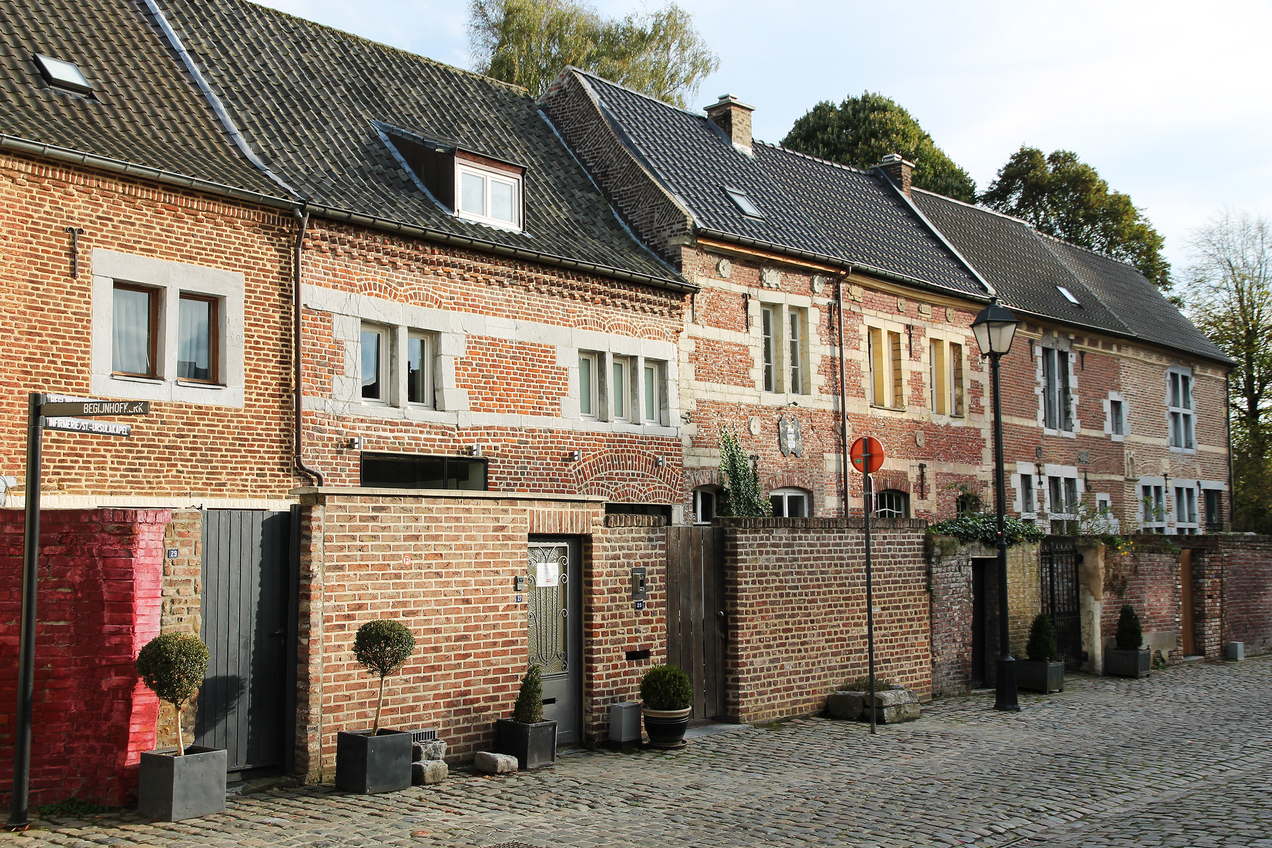 The 13th-century béguinage of Tongeren is a village within a city: it is no longer surrounded by an enclosure wall.