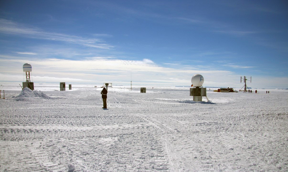 Neumayer station, above the ice.