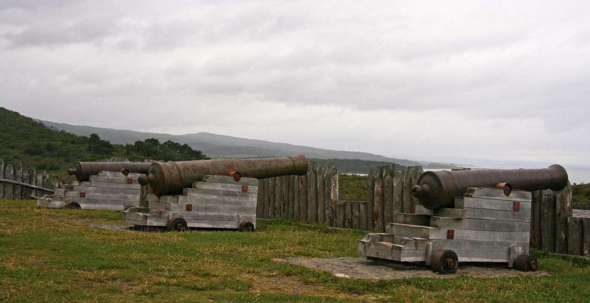 Canons at Fuerte Bulnes.