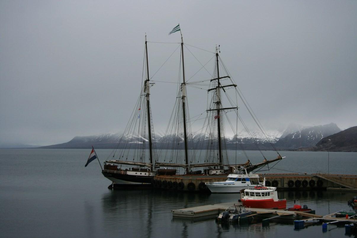 A three-master sailing ship, moored in the marina of Ny-Ålesund.