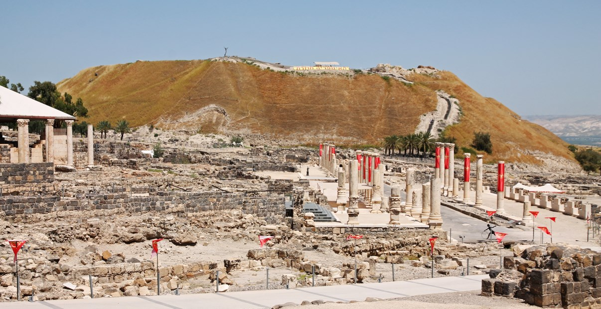The archaeological site of Beit She'an, seen from the entrance of the NP.