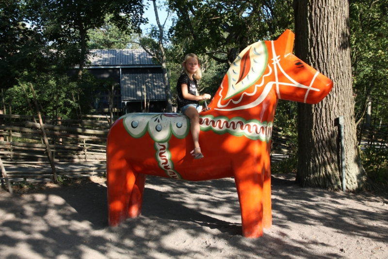 Febe on a Dala horse, thé souvenir from Sweden.